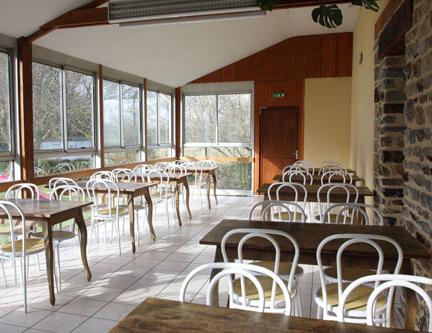 Salle de réception non insonorisée (soirée dansante interdite) de 40 m²